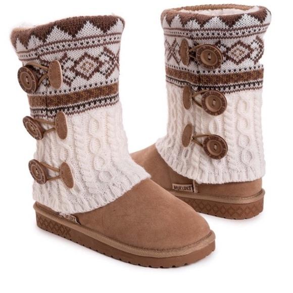Mukluks brand size 8 boots